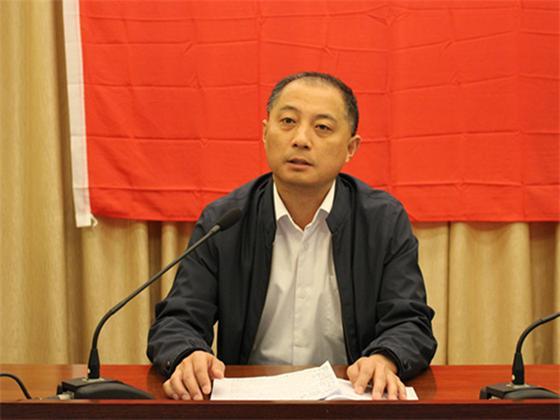 集团党委书记、总经理荣扎厚作动员讲话.jpg